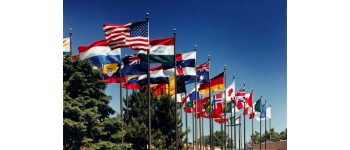 How to choose the right outdoor flagpole and flag for your application